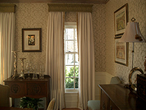 wooden_cornice_board_with_drapery_Centreville_VA